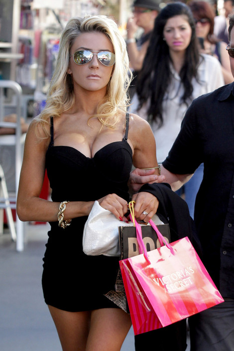 Courtney Stodden2-20111128-14